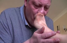 Foot worship leads to great footjob