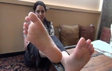 Amateur desi girl shows her feet