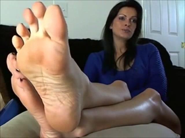 Milf feet tease Dirty Brunette Milf Loves To Tease With Her Feet