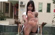 Asian hoe shows her bare feet for the cam